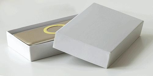 Confezione per power banks in cartonato bianco personalizzabile con logo e con sagomatura all'interno / Vivared.it Chiavi USB - Power Banks - Lanyards - Borracce - Prodotti promozionali personalizzati