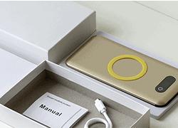 Confezione in cartonato bianco per power banks con sagomatura interna e alloggiamento per accessori / Vivared.it Chiavi USB - Power Banks - Lanyards - Borracce - Prodotti promozionali personalizzati